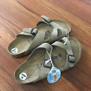 Women's tan birkenstocks, soft footbed NWT